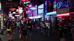 走的街道是有许多餐馆的,时髦的酒吧,妓院红灯区 影视素材