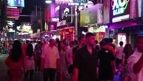 走的街道-红灯区在芭达亚,泰国 股票录像