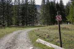 走的足迹不签到山 库存图片