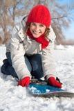 走读女生愉快的雪雪板年轻人 免版税图库摄影