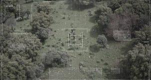 走通过有hud图表的一个森林的监视雄蜂观点的战士 股票录像