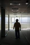走通过走廊的男性工作者 库存照片
