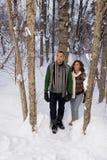 走通过雪的成熟夫妇 库存照片