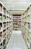 走道中国人图书馆 免版税库存照片