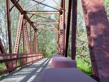 走道桥梁和被仿造的阴影2 免版税图库摄影