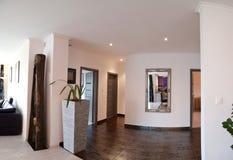 走廊和客厅 免版税图库摄影