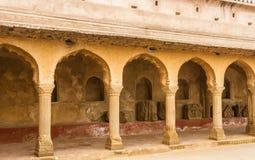 走廊和柱子在Abhaneri 免版税库存照片