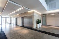 走廊在商业中心 免版税库存照片