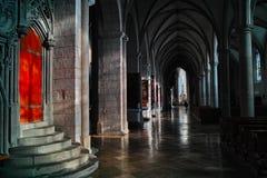 走廊在奥格斯堡大教堂里  库存图片