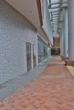 走廊在新的校园的香港大学 免版税库存图片