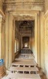 走廊在吴哥窟,暹粒,柬埔寨 图库摄影