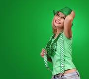 走读女生帕特里克s st 美丽的快乐的妇女年轻人 库存照片