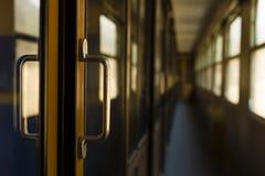 走廊,乘客有轨电车内部 免版税库存照片