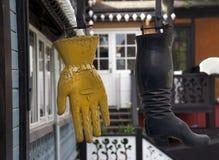 起动和手套 图库摄影