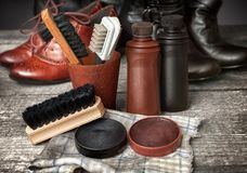 起动和鞋子的清洁成套工具 免版税库存图片
