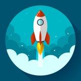 起始的例证 在云彩的火箭队 平的设计样式 免版税库存照片