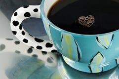 起泡心形的咖啡 免版税图库摄影