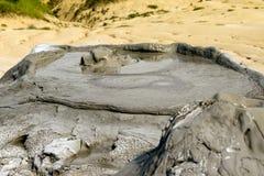 起泡的泥火山在Berca,罗马尼亚 免版税库存图片