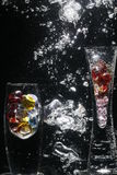 起泡的花瓶水 免版税图库摄影
