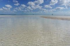 起波纹的Bahama沙洲处于低潮中 图库摄影
