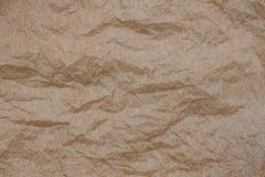 起皱纹的牛皮纸 顶视图褐色被弄皱的纸背景纹理 免版税库存图片