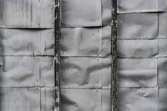起皱纹的金属板墙壁 库存图片