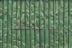 起皱纹的金属板篱芭 库存图片