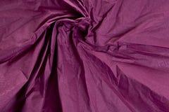 起皱纹的织品深紫红色紫色纹理 库存照片