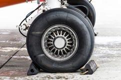 起落架橡胶,在航空器的保护下轮胎 库存图片