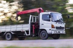起重机卡车速度,批评 免版税库存照片