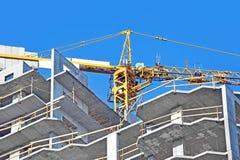 起重机和建造场所 免版税库存照片