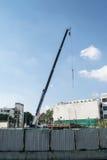 起重机在建造场所 免版税库存图片