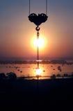 起重机太阳洪水河背景 图库摄影