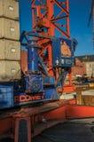 起重机引擎特写镜头在建筑区域在日落在蒂尔特 免版税图库摄影