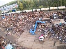 起重机械在废金属运转 免版税图库摄影