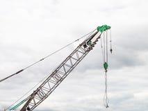起重机的胳膊在建筑工地 图库摄影