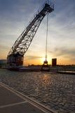 起重机duisburg港口内在老 库存图片