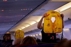 起飞前的安全示范 免版税库存照片