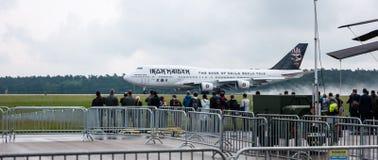 起飞铁娘子乐团的波音747爱德力量一 库存图片