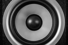 超低音扬声器动态膜或声音报告人当音乐背景,高保真扩音器关闭 库存照片