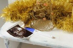 超声波图片和妊娠试验 库存照片