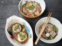 超大猪肉球、猪肝、猪肉幻灯片和vegeta泰国头  免版税图库摄影