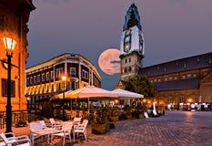 超月亮的上升 免版税库存图片