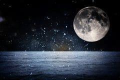 超现实的幻想概念-与星的满月和满月夜,幻想概念 免版税库存照片