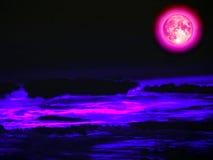 超级充分的桃红色月亮夜蓝天桃红色云彩 图库摄影
