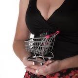 超级市场台车和妇女 免版税库存图片