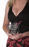 超级市场台车和妇女 免版税库存照片