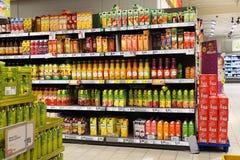 超级市场的内部 免版税库存照片