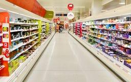 超级市场走道视图 免版税库存图片