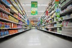超级市场走道 库存照片